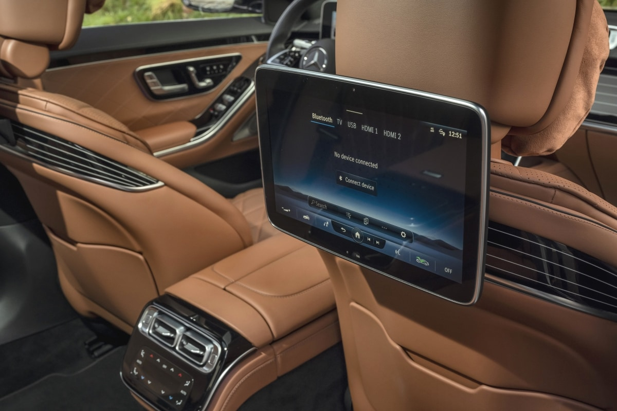 Mercedes S500 rear screen